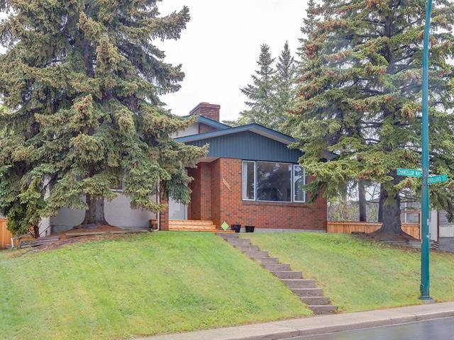 107 Chancellor Way NW, Calgary, AB T3K 1Y3 (#C4208165) :: Tonkinson Real Estate Team