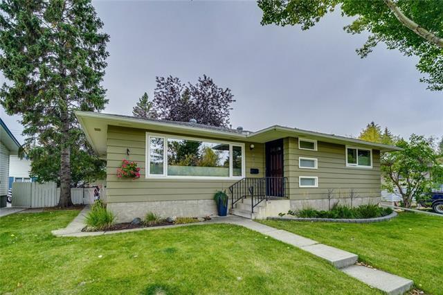 427 Capri Avenue NW, Calgary, AB T2L 0J5 (#C4208533) :: The Cliff Stevenson Group