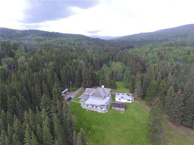 233107 Wintergreen Road, Bragg Creek, AB T0L 0K0 (#C4208602) :: Calgary Homefinders