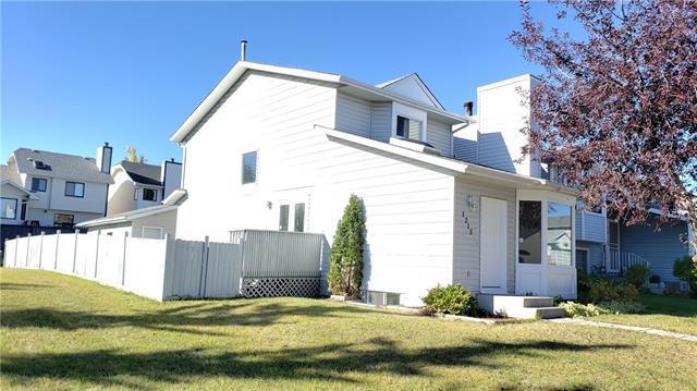 1215 Sandpiper Road NW, Calgary, AB T3K 3C9 (#C4208771) :: Tonkinson Real Estate Team