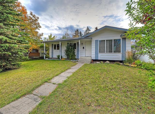 240 Maple Court Crescent SE, Calgary, AB T2J 1W2 (#C4209054) :: Calgary Homefinders
