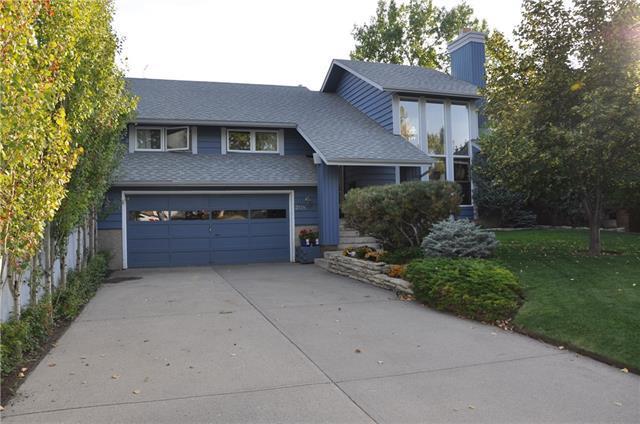 208 Coachwood Crescent SW, Calgary, AB T3H 1C1 (#C4209450) :: Calgary Homefinders