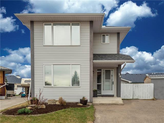 36 Woodside Circle NW, Airdrie, AB T4B 2H8 (#C4209524) :: Calgary Homefinders