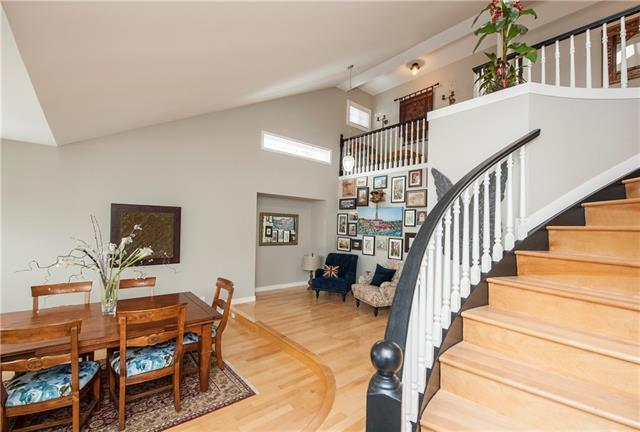 84 Edgeview Road NW, Calgary, AB T3A 4T8 (#C4210130) :: Calgary Homefinders
