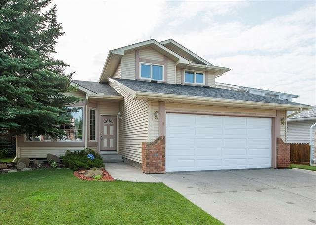 119 Wood Valley Drive SW, Calgary, AB T2W 5V6 (#C4210541) :: Calgary Homefinders
