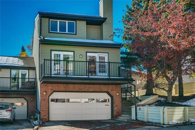 448 Strathcona Drive SW #15, Calgary, AB T3H 1M3 (#C4210775) :: Calgary Homefinders