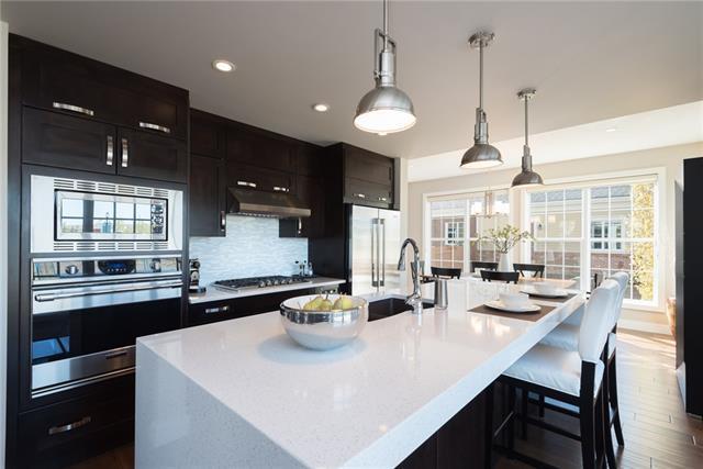 31 Victoria Cross Boulevard SW, Calgary, AB T3E 7Y1 (#C4210877) :: Tonkinson Real Estate Team