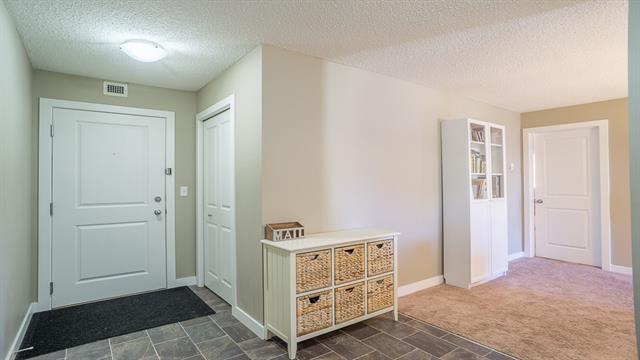 403 Mackenzie Way SW #8301, Airdrie, AB T4B 3V7 (#C4210922) :: Calgary Homefinders