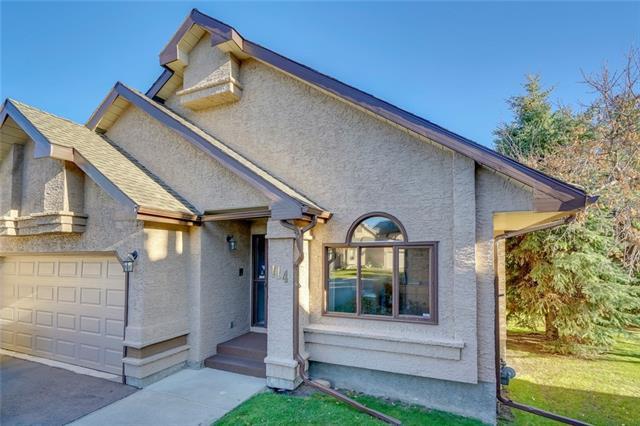 114 Oakbriar Close SW, Calgary, AB T2V 5H2 (#C4213872) :: Your Calgary Real Estate