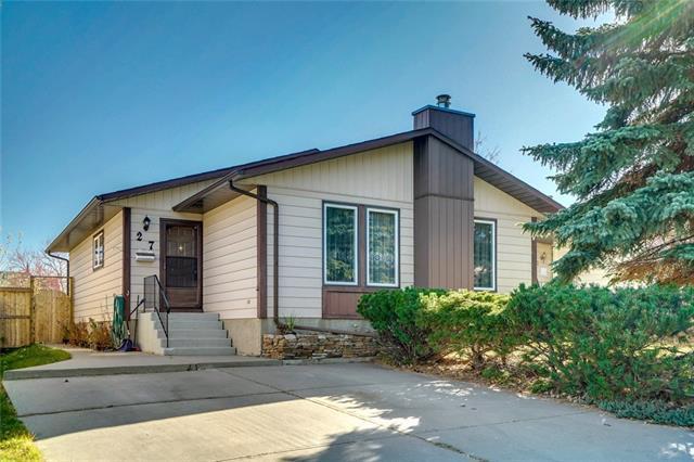 27 Bedford Circle NE, Calgary, AB T3K 1K9 (#C4214286) :: Tonkinson Real Estate Team