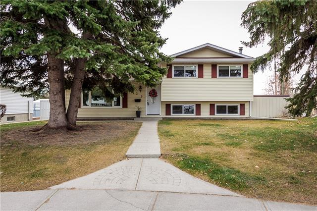 139 Huntford Green NE, Calgary, AB T2K 3Z3 (#C4214810) :: Canmore & Banff