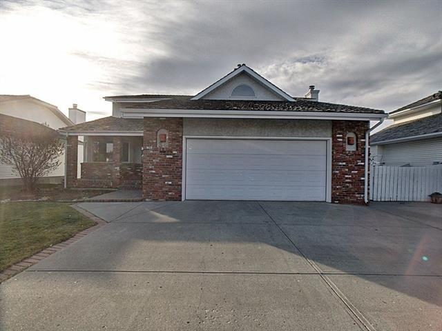 34 West Mitford Crescent, Cochrane, AB T4C 1L1 (#C4214845) :: Redline Real Estate Group Inc