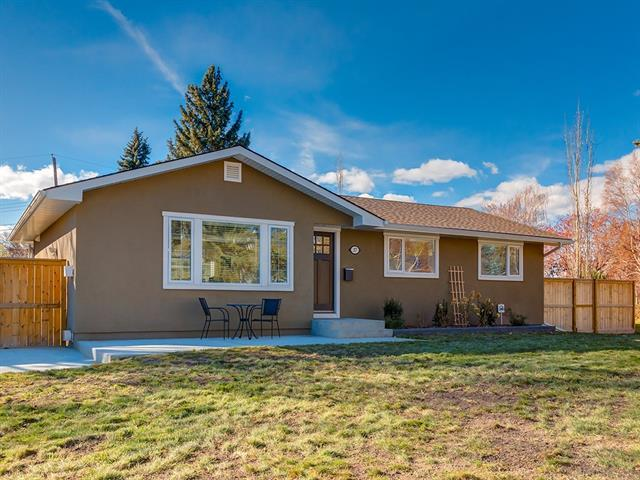 37 Hallbrook Drive SW, Calgary, AB T2V 3H5 (#C4214894) :: Your Calgary Real Estate