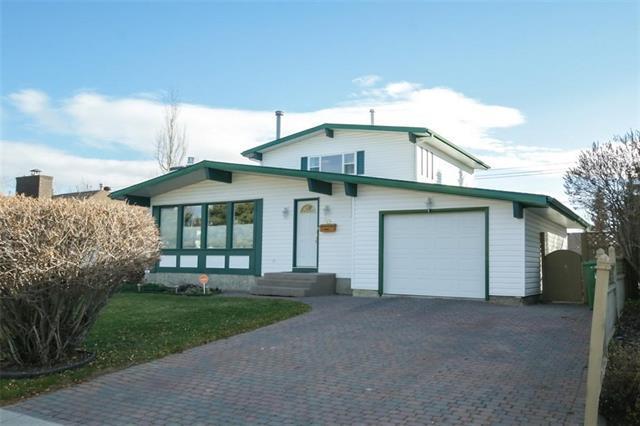 319 Cedarille Crescent SW, Calgary, AB T2W 2H5 (#C4215054) :: Calgary Homefinders