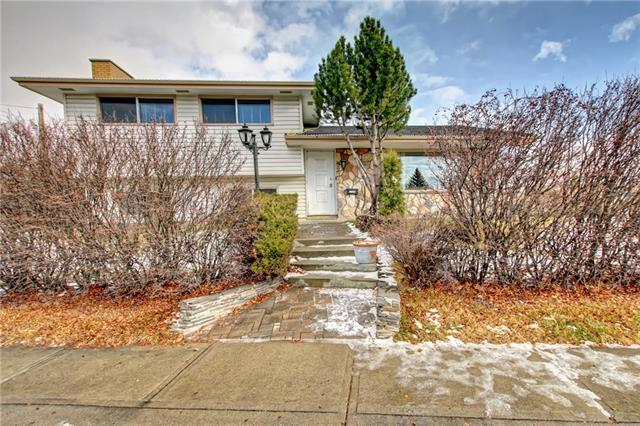 5235 Vallance Crescent NW, Calgary, AB T3A 0T8 (#C4215171) :: Your Calgary Real Estate