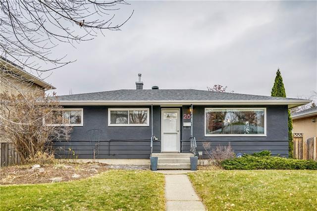 28 White Oak Crescent SW, Calgary, AB T3C 3J6 (#C4215375) :: Canmore & Banff