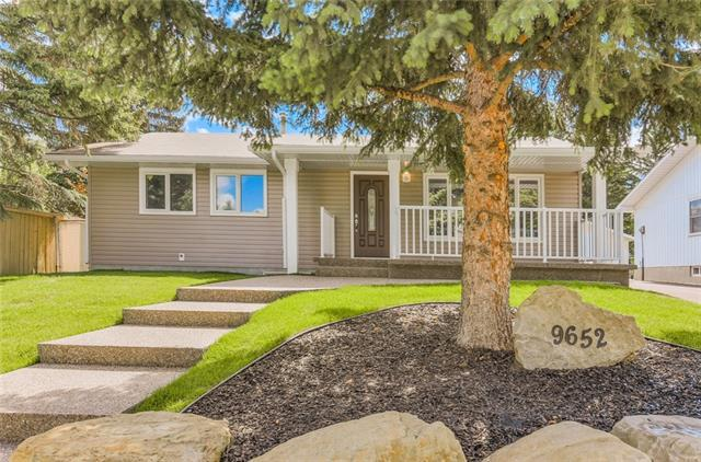 9652 Oakhill Drive SW, Calgary, AB T2V 3W5 (#C4215393) :: Calgary Homefinders