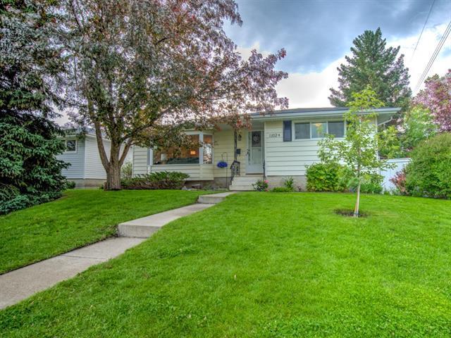 11024 Southdale Road SW, Calgary, AB T2W 0X4 (#C4215431) :: Tonkinson Real Estate Team