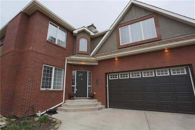 160 Strathridge Place SW, Calgary, AB T3H 4J1 (#C4215921) :: Tonkinson Real Estate Team