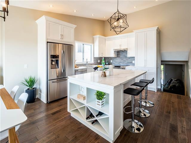 145 Hawkdale Close NW, Calgary, AB T3G 2Z9 (#C4215950) :: Twin Lane Real Estate