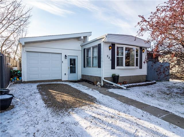 220 Spring Dale Circle SE, Airdrie, AB T4A 1N7 (#C4216037) :: Tonkinson Real Estate Team
