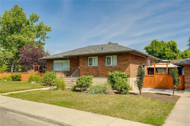 2 Cathedral Road NW, Calgary, AB T2M 4K3 (#C4216275) :: Tonkinson Real Estate Team