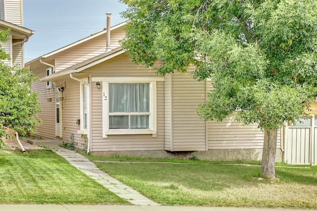 12 Sandstone Hill(S) NW, Calgary, AB T3K 2W7 (#C4216287) :: Tonkinson Real Estate Team