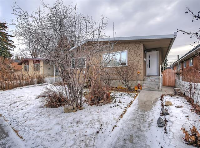 2039 50 Avenue SW, Calgary, AB T2T 2W4 (#C4216425) :: Redline Real Estate Group Inc