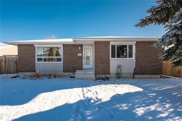 7830 Hunterview Drive NW, Calgary, AB T2K 4R1 (#C4217900) :: Canmore & Banff