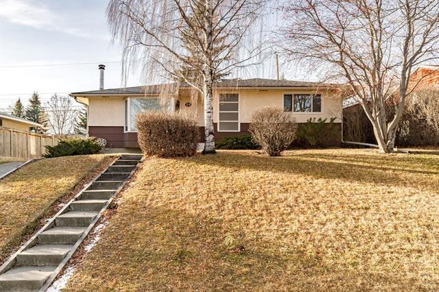 29 Chancellor Way NW, Calgary, AB T2K 1Y3 (#C4217936) :: Canmore & Banff