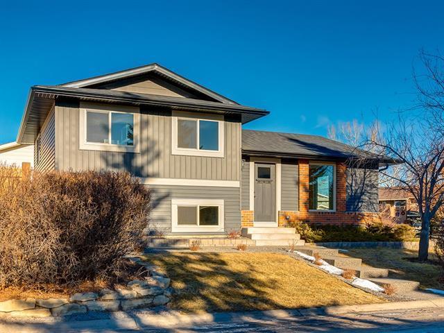 2 Glenwood Court, Cochrane, AB T4C 1H4 (#C4218761) :: Redline Real Estate Group Inc