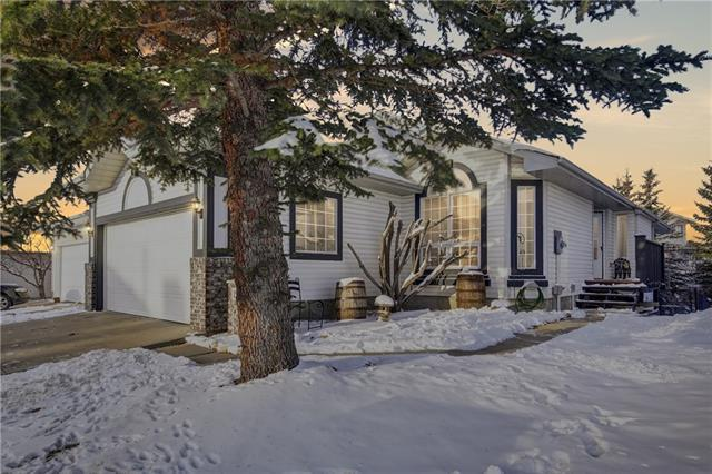 15 Citadel Pass Crescent NW, Calgary, AB T3G 3V1 (#C4218824) :: Redline Real Estate Group Inc