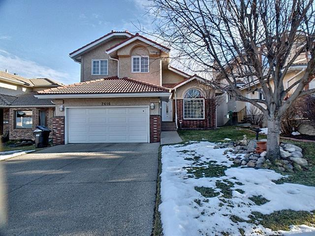 2616 Signal Hill Drive SW, Calgary, AB T3H 2T7 (#C4218880) :: Redline Real Estate Group Inc