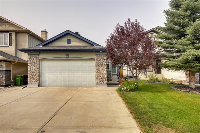 98 Chapala Grove SE, Calgary, AB T2X 3V5 (#C4218948) :: Redline Real Estate Group Inc