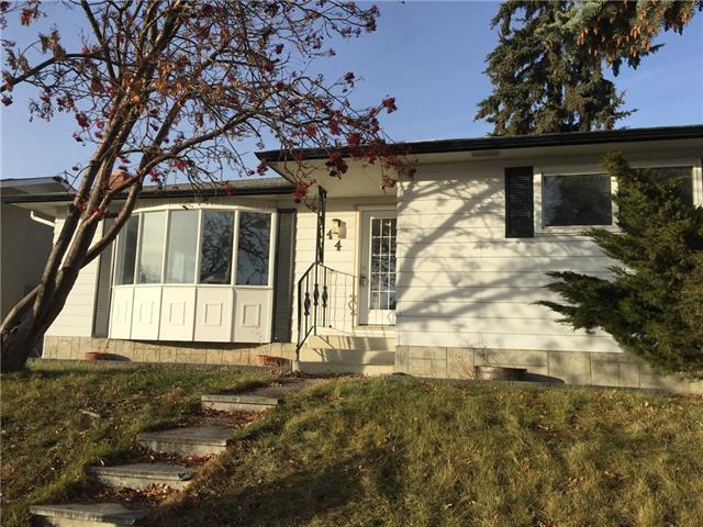 44 Queen Isabella Close SE, Calgary, AB T2J 3R1 (#C4219075) :: Redline Real Estate Group Inc