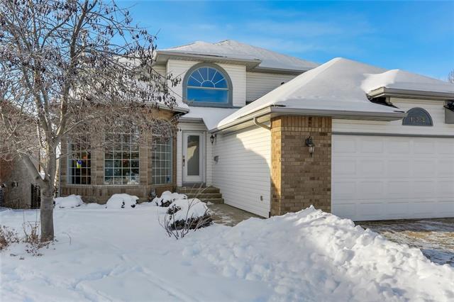 132 Douglas Shore Close SE, Calgary, AB T2Z 2K8 (#C4219563) :: Calgary Homefinders