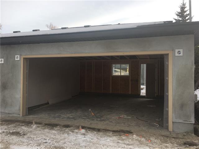 446 35 Avenue NW, Calgary, AB T2K 0C1 (#C4219865) :: Redline Real Estate Group Inc