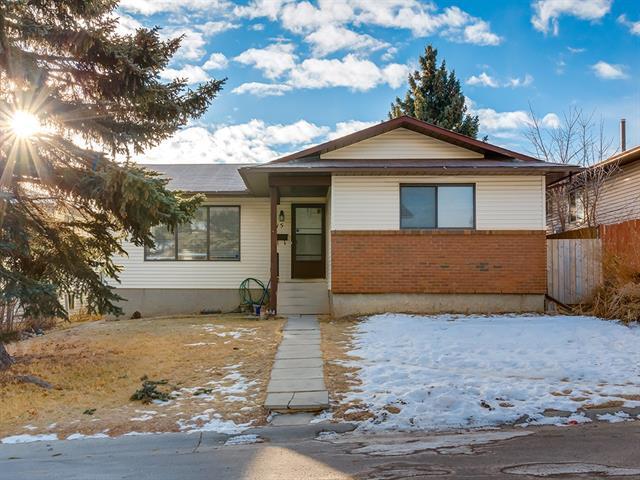 15 Bedwood Hill(S) NE, Calgary, AB T3K 1L8 (#C4220490) :: Canmore & Banff