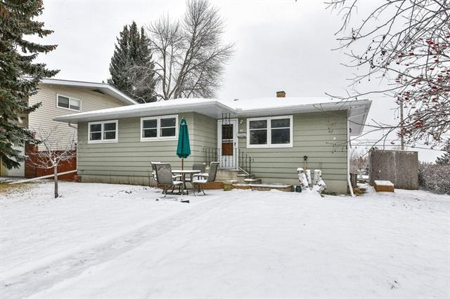 41 Carnarvon Way NW, Calgary, AB T2K 1W5 (#C4221293) :: Redline Real Estate Group Inc