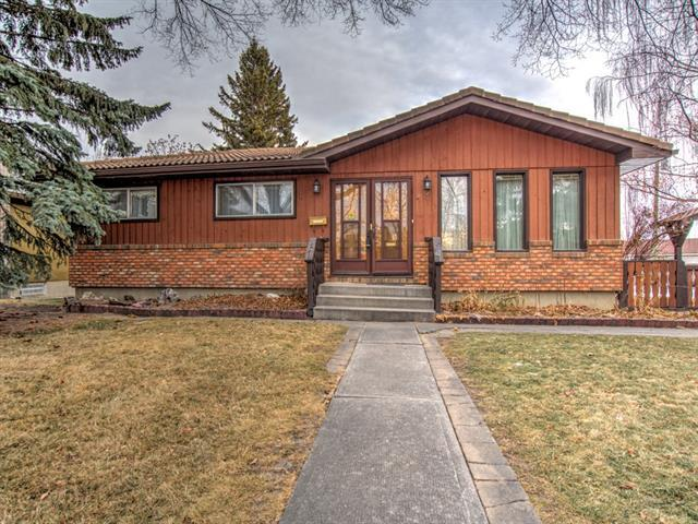 14 Rossburn Crescent SW, Calgary, AB T3C 2N5 (#C4221498) :: Canmore & Banff