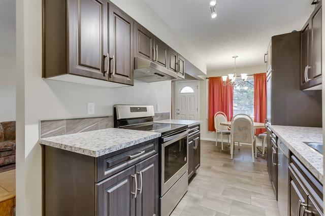 118 Dovertree Place SE, Calgary, AB T2B 2K3 (#C4221898) :: Canmore & Banff