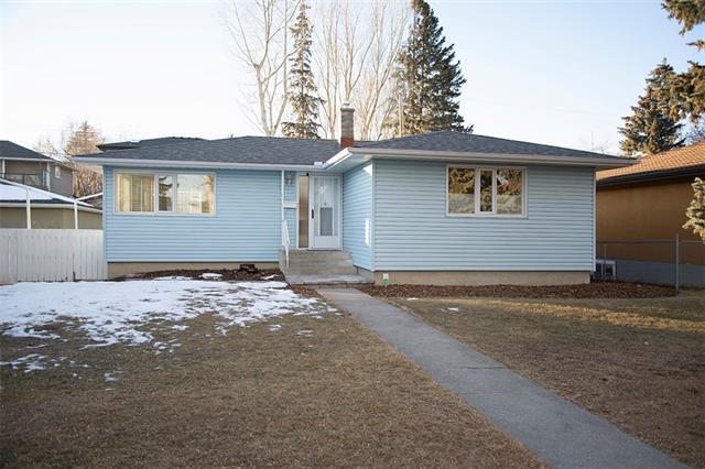 17 White Oak Crescent SW, Calgary, AB T3C 3J7 (#C4221979) :: Redline Real Estate Group Inc