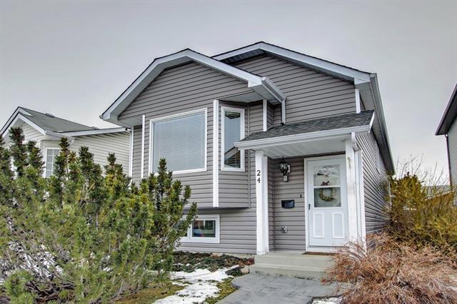 24 Erin Meadow Green SE, Calgary, AB T2B 3G3 (#C4222190) :: Calgary Homefinders