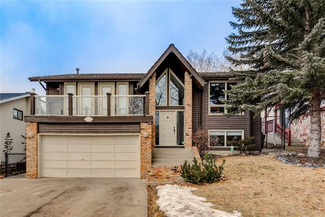 115 Hawkwood Boulevard NW, Calgary, AB T3G 2X7 (#C4222389) :: Redline Real Estate Group Inc