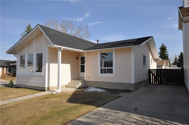 112 Deer Lane Close SE, Calgary, AB T2J 5X7 (#C4222433) :: Redline Real Estate Group Inc