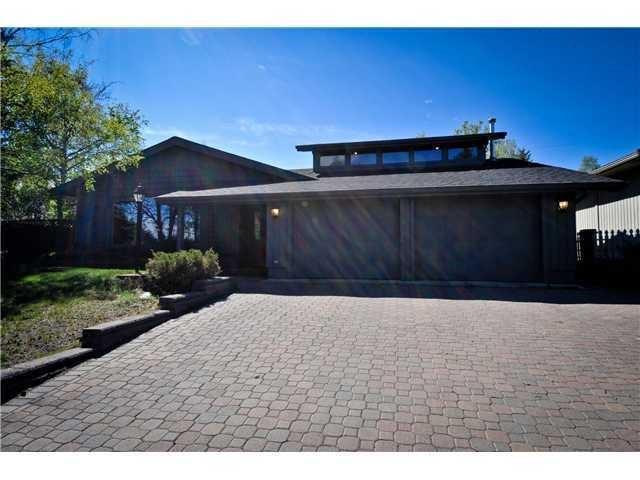 394 Wildwood Drive SW, Calgary, AB T3C 3E6 (#C4222482) :: Redline Real Estate Group Inc