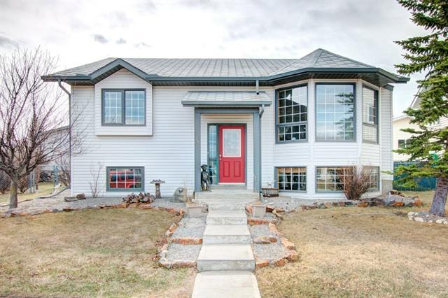35 West Gissing Road, Cochrane, AB T4C 1L6 (#C4222581) :: Redline Real Estate Group Inc