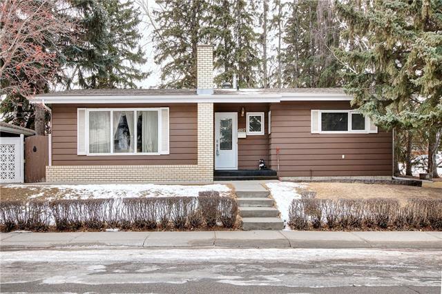 4817 Vandyke Road NW, Calgary, AB T3A 0J6 (#C4223167) :: Calgary Homefinders
