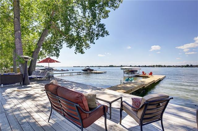 587 East Chestermere Drive, Chestermere, AB T1X 1A4 (#C4223435) :: Redline Real Estate Group Inc