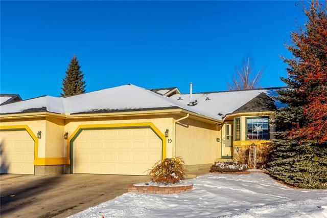 19 Sunlake Close SE, Calgary, AB T2X 3H2 (#C4223809) :: Redline Real Estate Group Inc